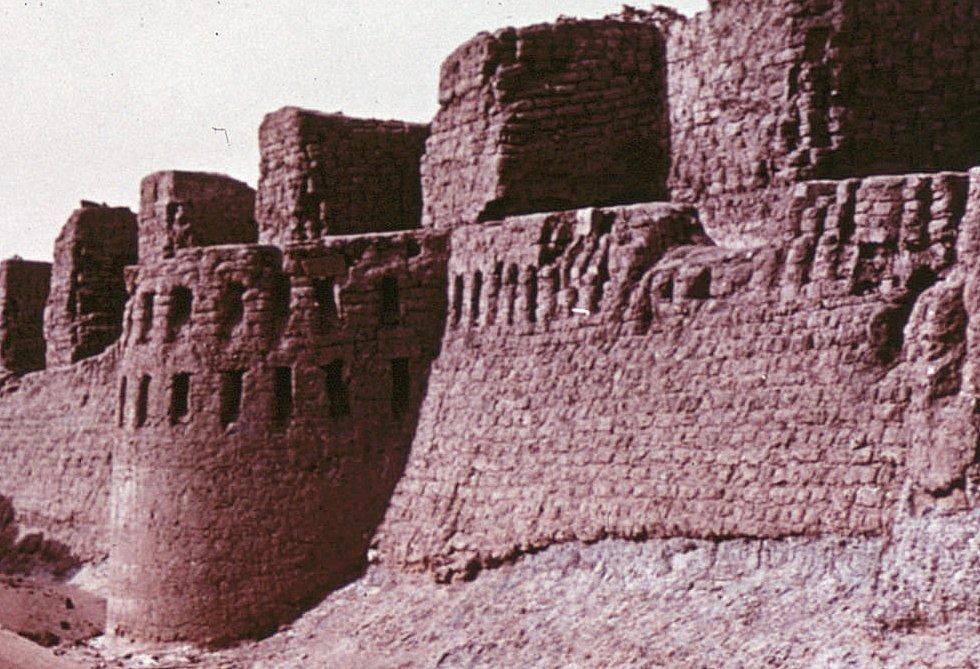 Tombos in lange traditie van grensforten zoals Buhen